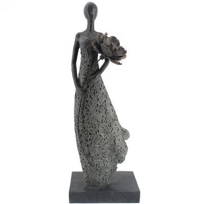 Mujer Llevando Flores 54 cm