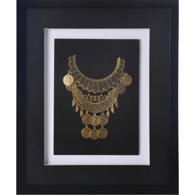 Cuadro joya dorada marco negro 37,5x44,5x3 cm