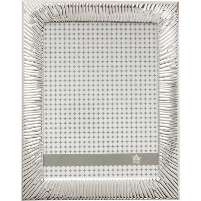Marco metal plateado borde raya 20x25 cm