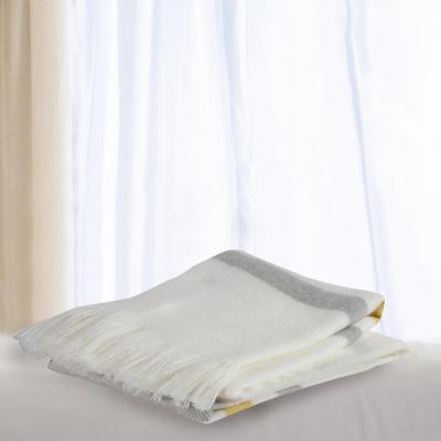 Manta blanca línea gris mostaza 130x160 cm