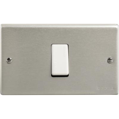 Interruptor Conmutador Armado (9/24)  16A Aluminio Oxidal