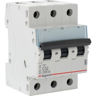 Interruptor automático trifásico 32 A curva C 6KA