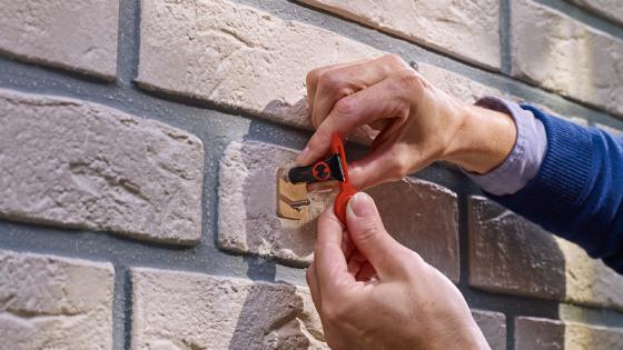 Tornillo adhesivo rectangular tesa® ladrillo y piedra 5 kg, 2 piezas