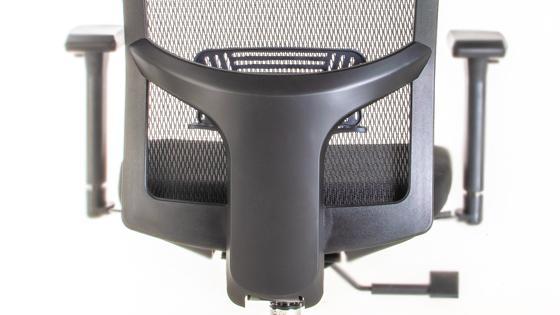 Regulación de altura del respaldo en silla ejecutiva Maska-1 con Cabecero