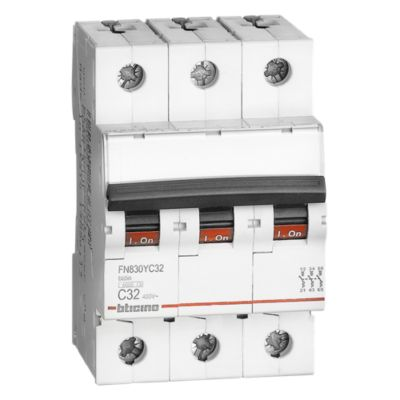 Interruptor Termomagnético 3x32A Bticino