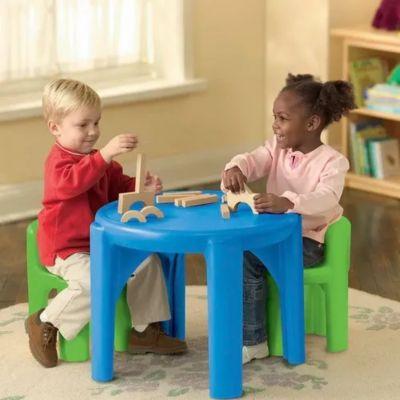 Juego de mesa y 2 sillas infantil