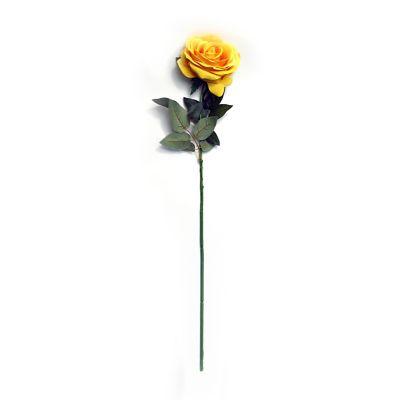Rosa  aterciopelada amarillo